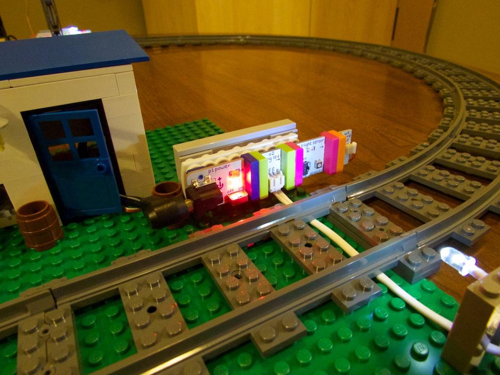 Littlebits railroad 1