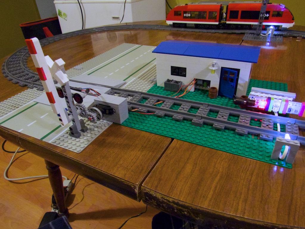 LittleBits Automated Railroad #bitify: a littleBits Project