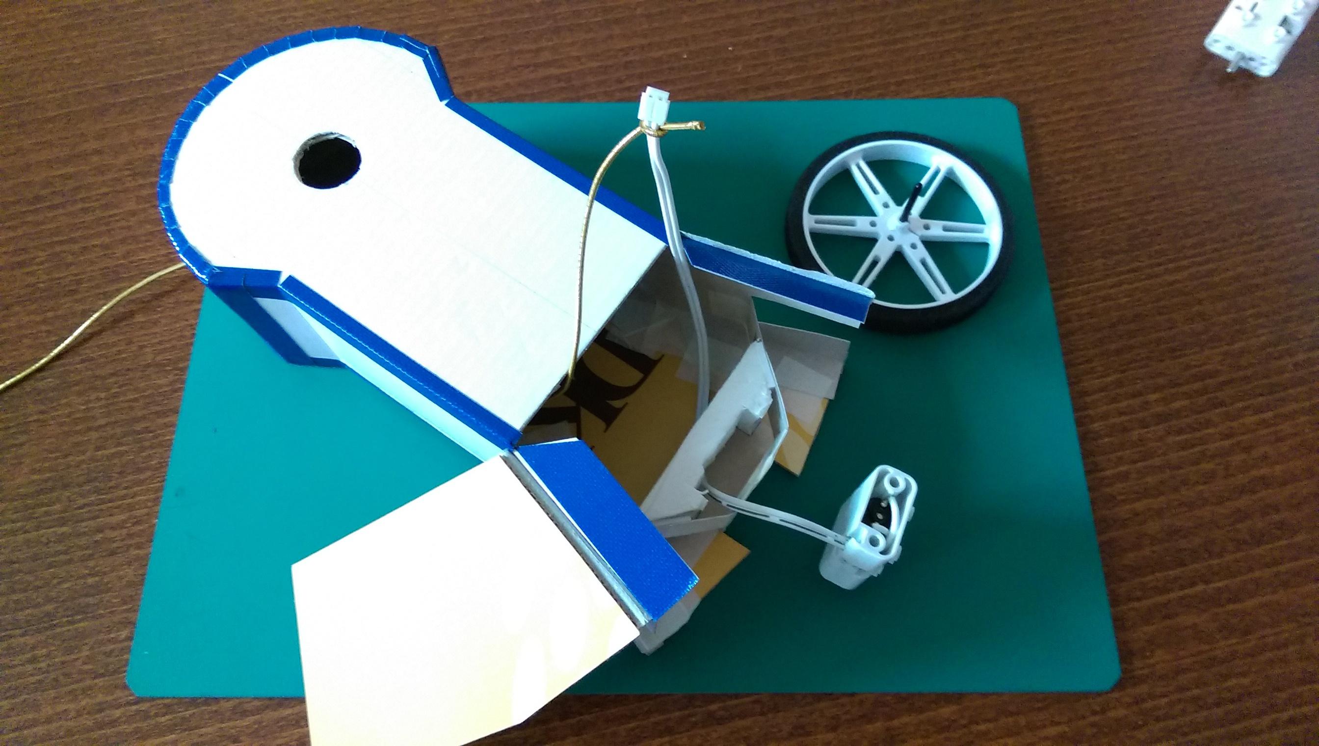 Here comes the little guy -- R2D2 #BITWARS: a littleBits